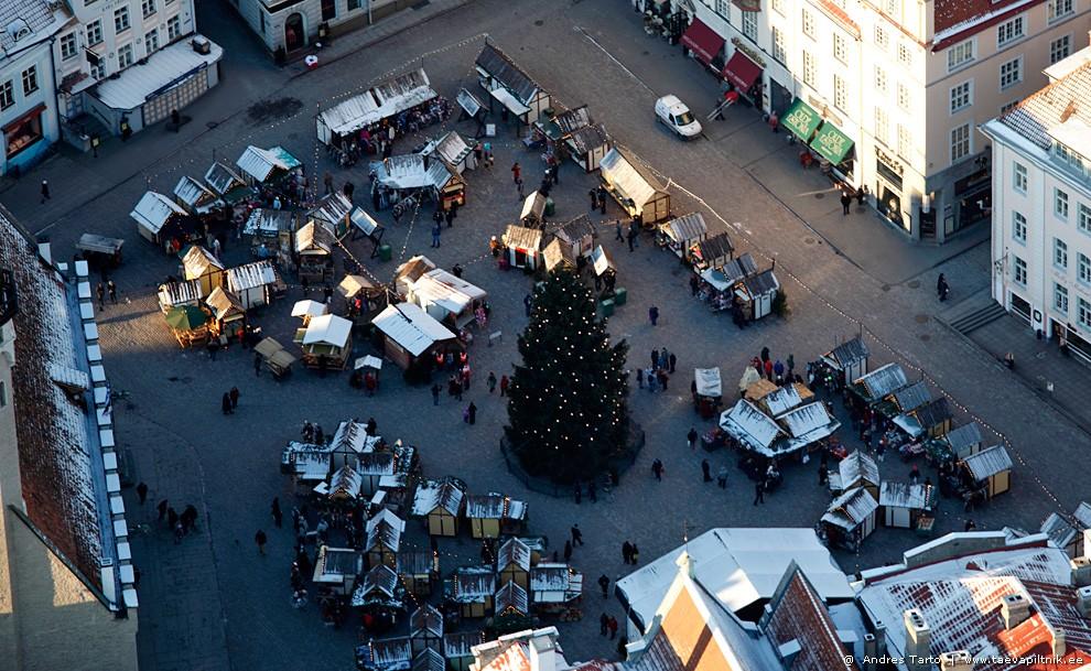 Lennates üle Tallinna jõulukuuse
