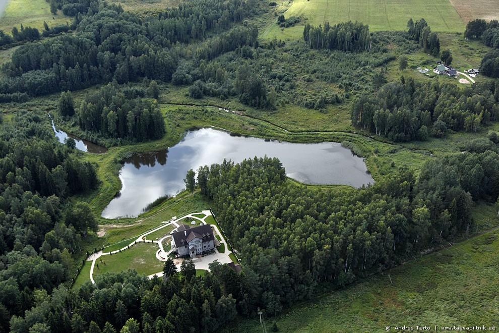 Iseäralik Lõuna-Eestile, maja järve ääres
