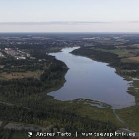 Viljandi järv ja paar paadimeest