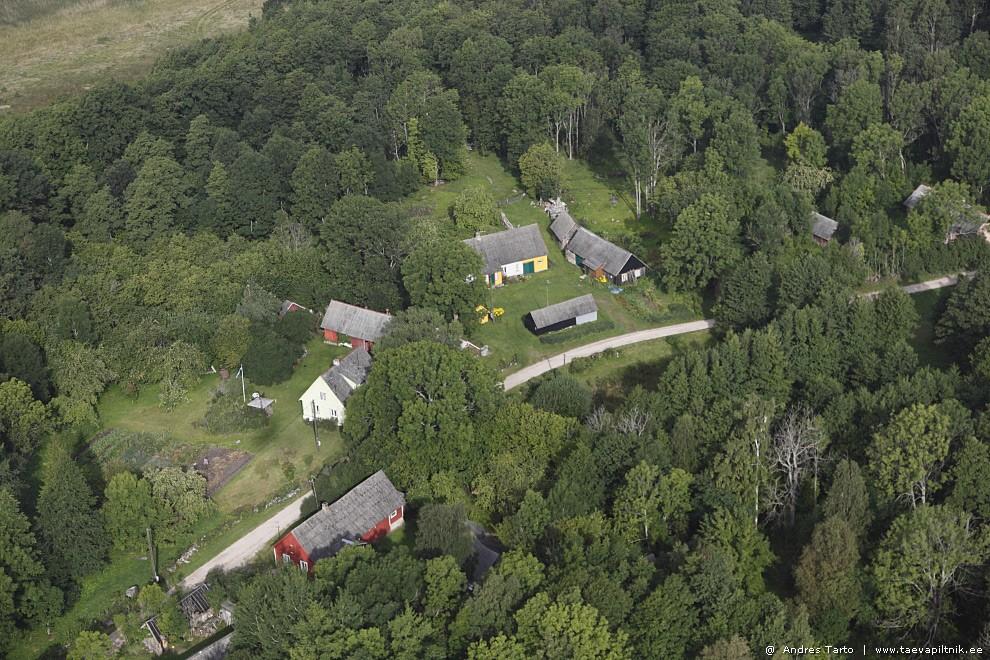 Majad suure tee ääres