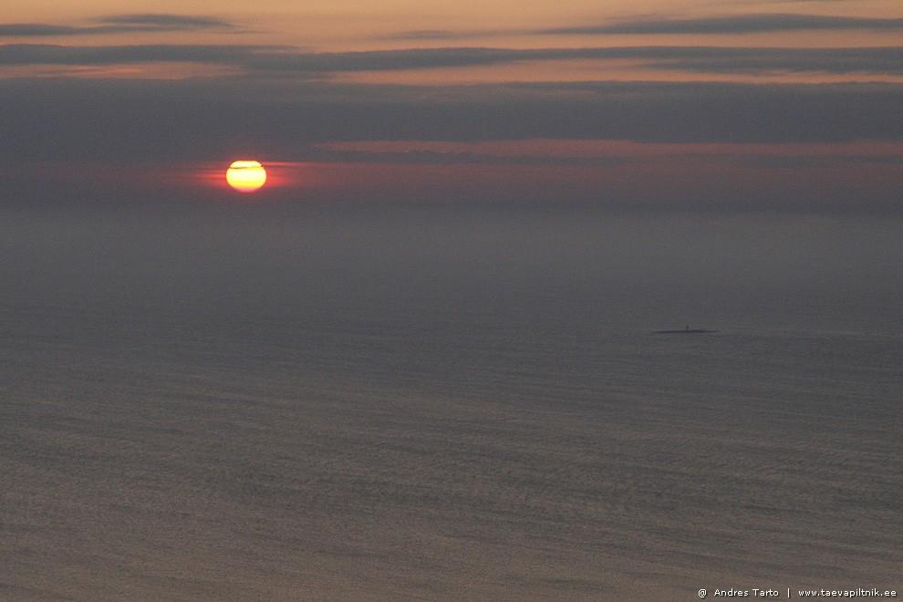 Loojuv päike ja peaagu nagu allveelaev