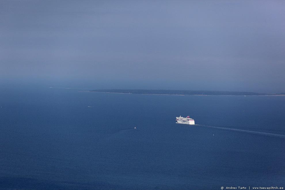 Valge laeva lahkumine